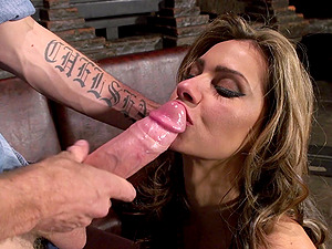 Statuesque Cougar With Faux Tits Gets Logged Xxx