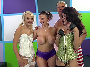 Three pretty bitches share a weiner in a switch sides gang-bang clip
