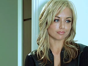 Kayden Kross deepthroats a man rod and leaps on it ardently