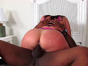 Bosomy Gianna Michaels welcomes a Big black cock in her pulsating cootchie
