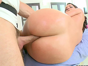 Jada Has Some Ass-fuck Hookup From Her Masseuse After Making Her Raw