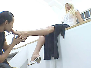 Foot worship reality flick with trampy chick called Summer