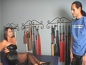 Michelle permits a dude to smooch and fondle her feet in erotic fetish clip