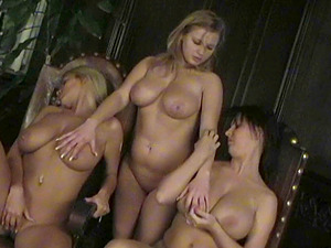 Retro lesbos in threesome frigging vagina while smooching