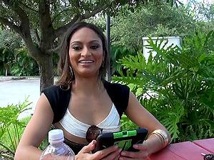 Vixenish Latina stunner luvs getting her twat slurped then hammered until orgasm