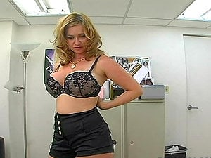 Blonde chubby stunner is sucking manstick in the office during work time
