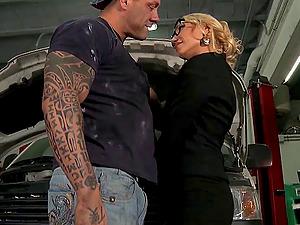 Tattooed chic gets a internal cumshot after a stunning threesome