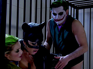 Catwoman violates into jail to have a threesome with The Joker