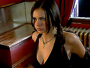 Very sexy vamp-like honey is having sensuous hook-up with her fella