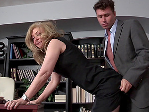 Office cougar makes her employee penetrate her deep