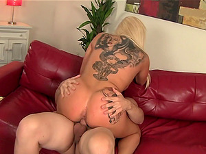 Big caboose curvy GF looks brilliant with a dick up her cunt