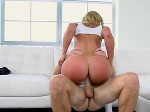Supple woman with a gorgeous big bum loves everything gonzo