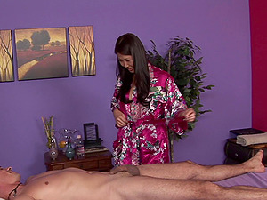 She gives a traditional Asian rubdown conclude with handjob
