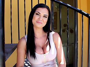 Superstars with big tits suspending out doing cleavage baring interviews