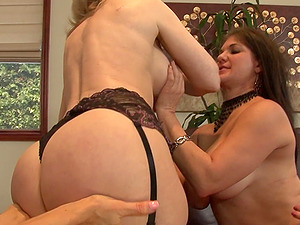 Legendary blonde mature woman is in the middle of a girly-girl fivesome