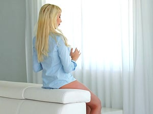 Thumbs and a electro-hitachi make the sultry blonde chick spunk
