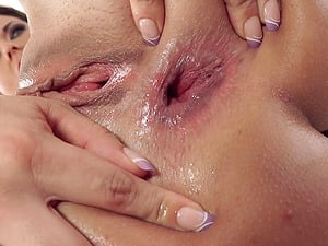 Butt plugged beauty takes his erection in her asshole