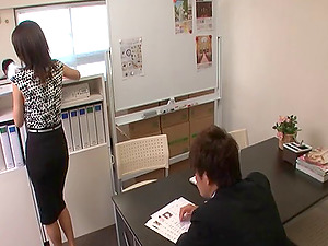 Assistant fuckslut services the needs of her coworkers