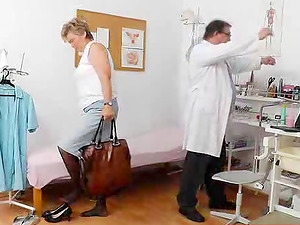 Saggy tits mature stunner visits her medic for a obgyn check-up