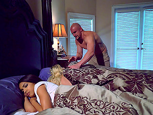Hard threesome vaginal shagging for two honeys of different skin colors