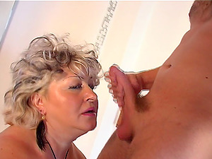 Chubby mature wench deepthroats and rails on a pulsing dick