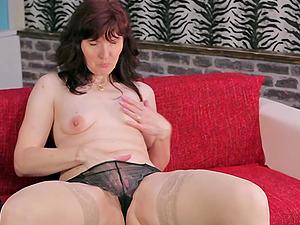 Promiscuous mature bimbo Tanya adores fingerblasting her moist cunt