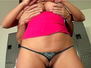 Pulsating hard-on for a randy chick who wants to fuck after a workout