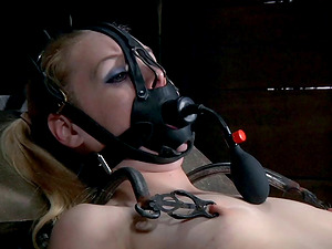 Delirious Hunter's assets goes thru an ordeal which brings her pleasure
