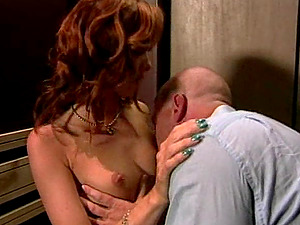 Dick thirsty stunner bangs a spectacular fellow in an elevator