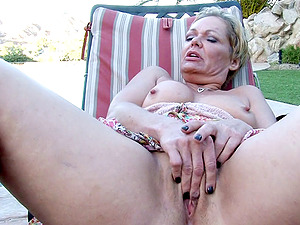Mature blonde witnesses while a hot chick rails a big shaft
