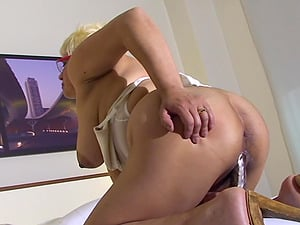 Brief hair matured blonde drilling her snatch using big fucktoy