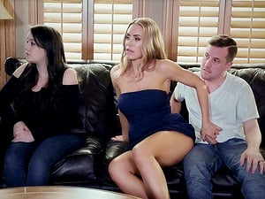 Nicole Aniston thrives in degustating an erected dick before receiving it