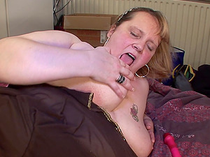 Didi will not stop until she reaches the orgasm from intense frigging