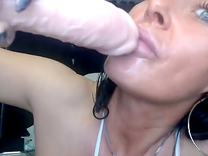 Hot cougar fingerblasting her cunt and booty live on web cam and gets a gigantic squirting orgasm