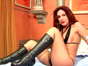 Sexy shemale in black boots makes her boner supah hard