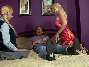 Anita Blue and Raquel Sieb give a terrific suck off to a lucky man