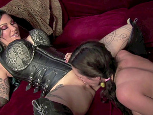 Ariella Ferrera and Zaya Vexxabella in an awesome arousing activity