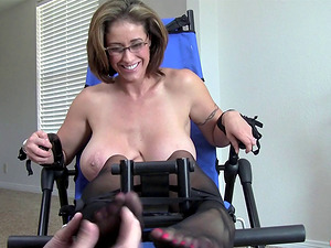 Kittling Eva Notty's toes and tits making her perceive so good