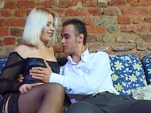 Horny blonde impatient to have hookup with her paramour early