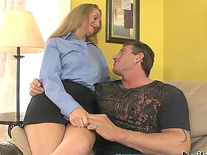 Hayden Night and Sara James showcase their cock-sucking abilities to Lee Stone