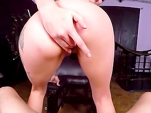 VR PORN-Sexy Dominatrix Wants Your Cock