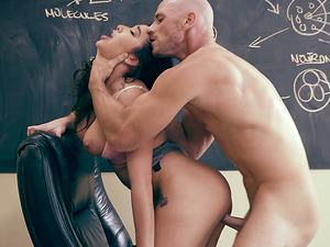 Dick craving brunette Karlee Grey offers her pussy to a fellow