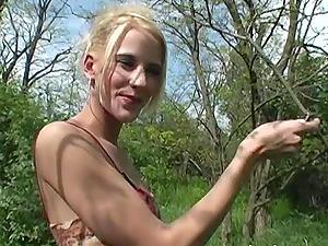 Slim lady Justine Ashley spreads her legs for a lover's boner