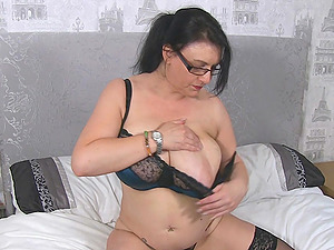 Giant boobs mature Sabrina Jade playing with her massive big tits and juicy pink cunt