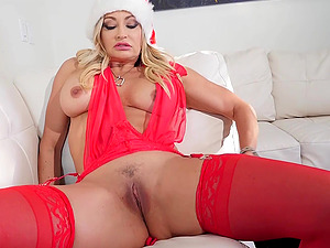 Xmas with Claudia Valentine brings a lot of steamy pussy bashing