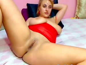 Hot Cam Babe Anal Toying On Cam