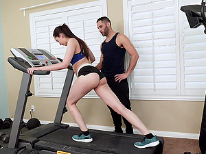 Kyra Rose gets to fuck with her trainer after the workout