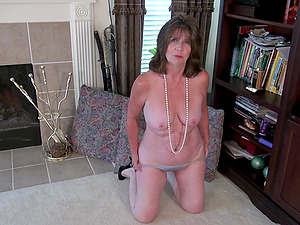 Kinky cougar Bunny J. needs to moan while she fingers herself