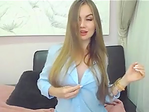 Sexy model gets naked on webcam and enjoys the praise