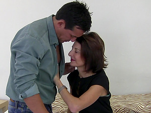 Dude gets taken care of by experienced lady Emanuelle